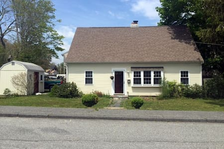 Sweet 3b/2b in Great Downtown Hyannis Location - Barnstable - House