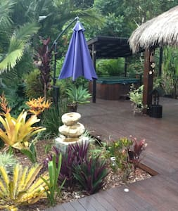 Resort Style Rainforest Setting with Spa - Dom
