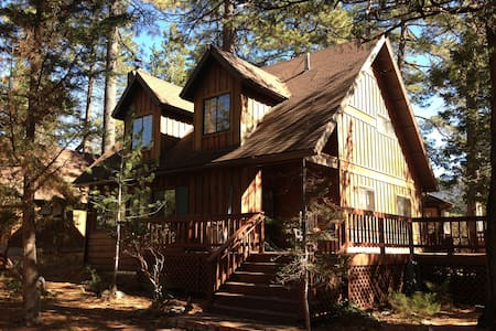Sheltering Pines Cabin Getaway - Idyllwild-Pine Cove - House
