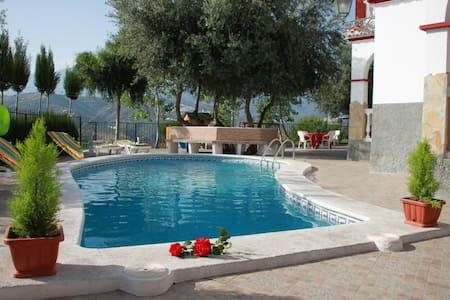 Bonita Villa privada con piscina - Huvila