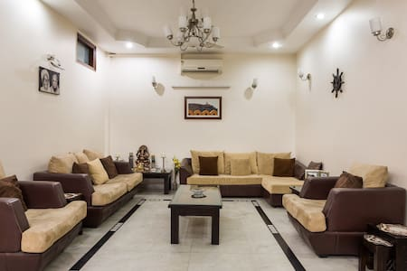 Large and safe BD in heart of Delhi - New Delhi - Bed & Breakfast