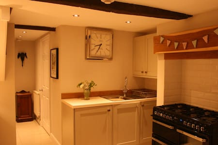 Number 10 - beautiful, newly refurbished cottage, - Wirksworth - House