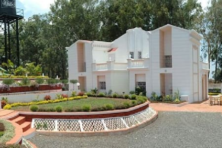 White house 4bhk - Satara - Haus