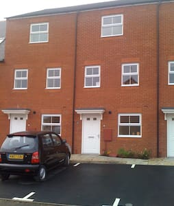 Clean, tidy house in MK - Shenley Church End - Townhouse