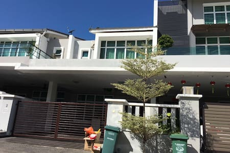 Pet friendly double storey landed - Ház