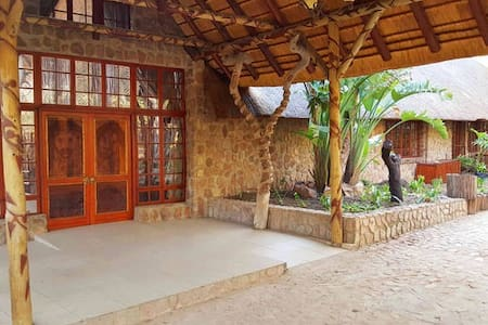 African style thatch house Lion room - Vila