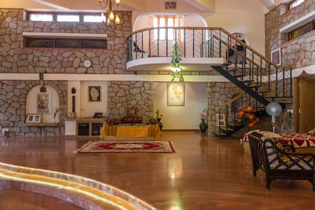 Artistic Resort Villa 2 km from BLR - Villa