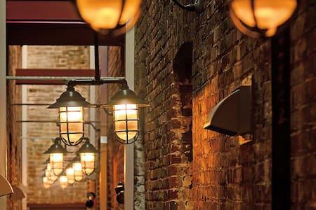 Historic downtown loft - Victoria - Appartamento