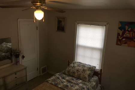 1 Bedroom  for Rent in Parma, Ohio. - Dům