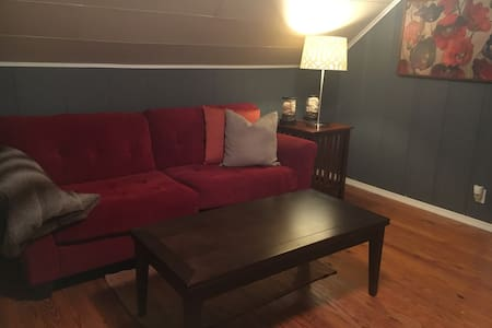 Cozy attic apartment, 5 min to Downtown Columbia - Appartement