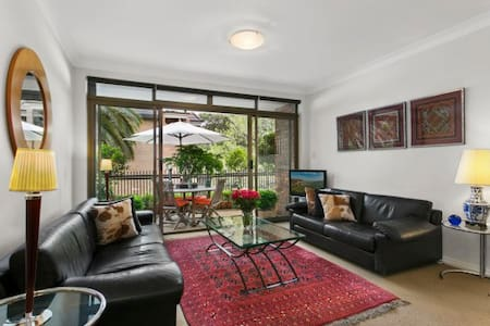 Fantastic location 3 minutes to train and shopping centre. Walk to Double Bay, Rushcutters Bay, Kings Cross, Paddington.  Comfortable, stylish apartment with full length private leafy balcony for dining and entertaining