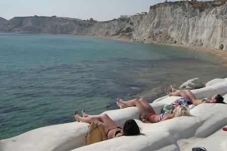 On the Scala dei Turchi  's beach - Maison