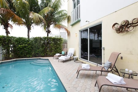 BEST LOCATION! 3BR 4BATH W/ PRIVATE POOL. - Fort Lauderdale - Haus