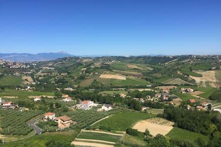 Stunning hilltop quaint Italian village w sea view - Ripa Teatina