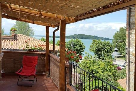"""App.to """"il Giacchio"""" 2 con terrazza panoramica - San Feliciano"""