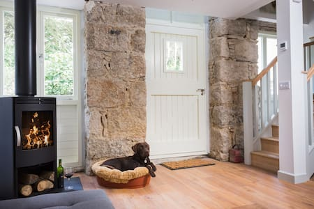 Juniper's Stable a Poldark retreat for you & pooch - House