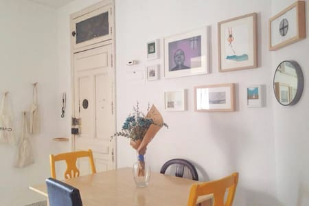 Double / Single Room very central and sunny - Apartment