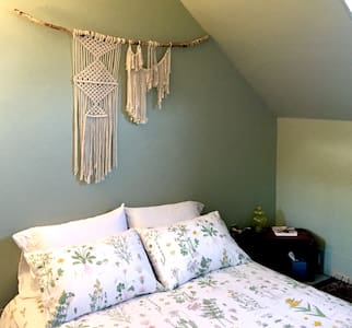 The Green Room--Room in cozy Victorian-nr downtown - Oakland - House