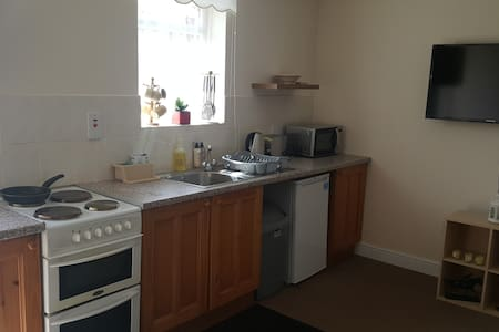 Cosy studio close to Heathrow - Stanwell