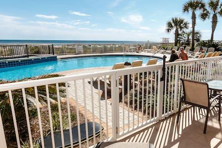 Beachfront Condo Azure 113 - Ground Floor Luxury! - Kondominium