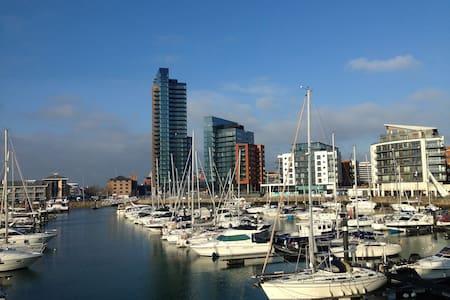 Ocean Village Marina Apartment - Southampton