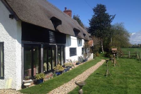 Meadow Thatch B&B - Cottage - Midgham - Bed & Breakfast