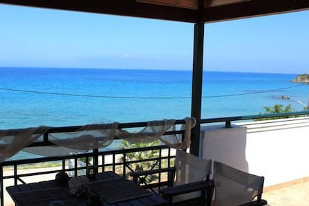 Vrachos Attic zakinthos nice view!! - Alikanas - Huoneisto