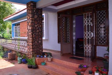 K&K Guest House - Jinja