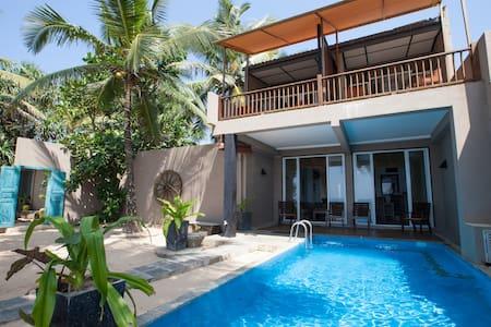 Hikks Villa - Beach front Villa - Casa de campo
