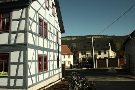 Café Landart Ferienwohnung Quelle - Plaue - Appartement