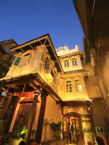 'French Haveli ' Heritage home - Inap sarapan