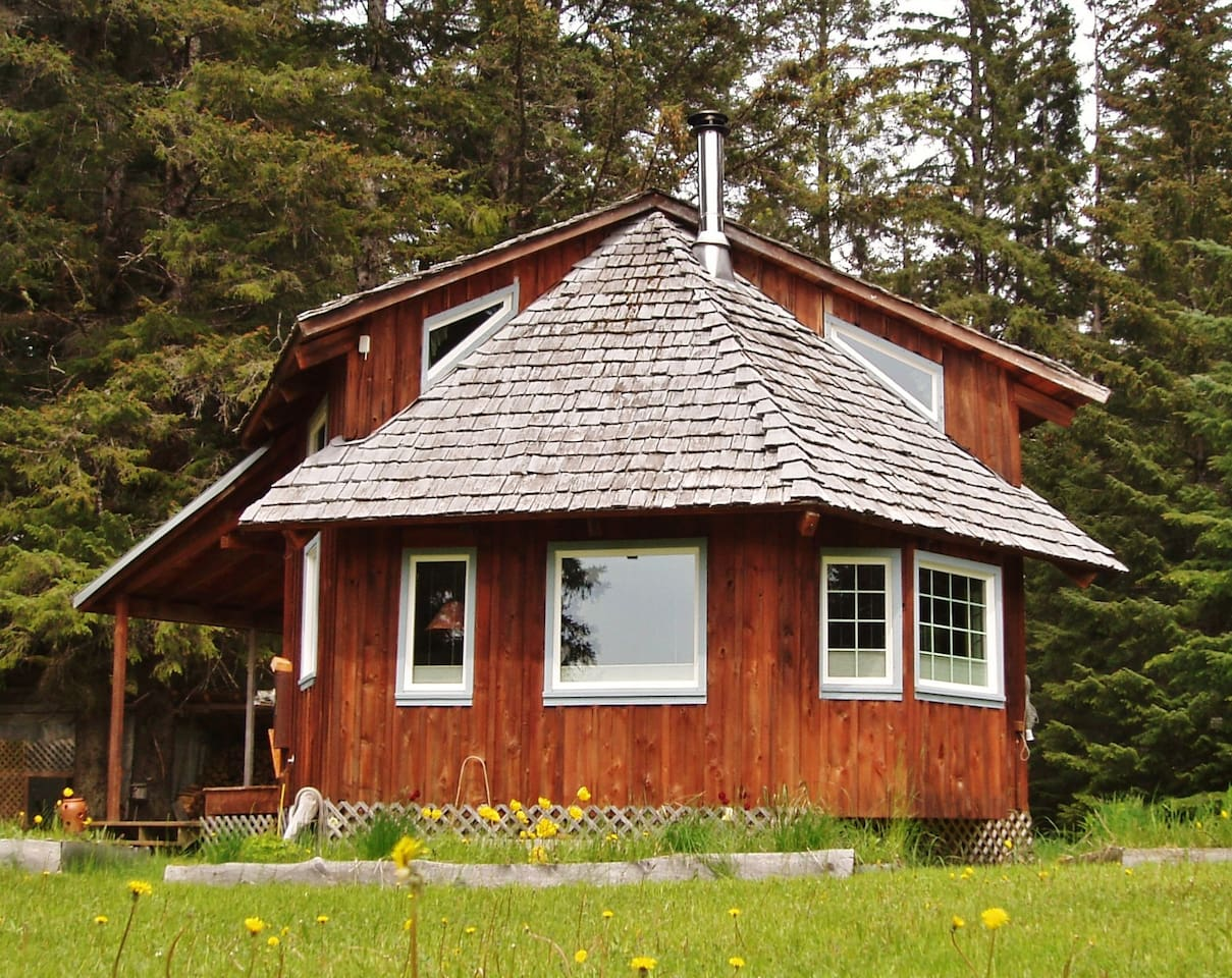 Welcome to the Gustavus Getaway Cottage, your home away from home!
