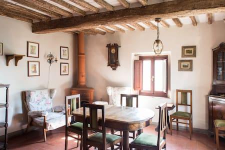 Casale del 500 nel cuore di Toscana - House