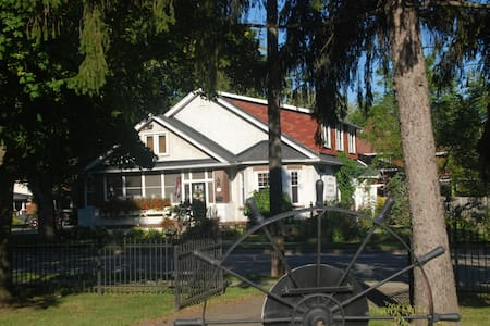 Historic B&B in Port Colborne - Bed & Breakfast