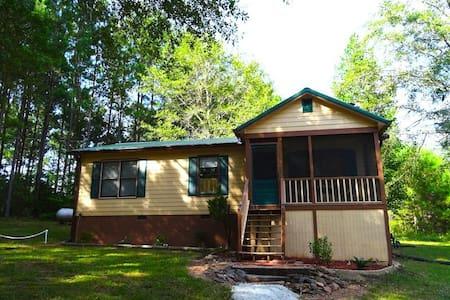 Charming 2BR Cabin Near Callaway! - Pine Mountain