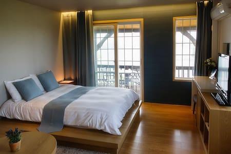 몽돌하우스펜션-노루귀방 - Bed & Breakfast