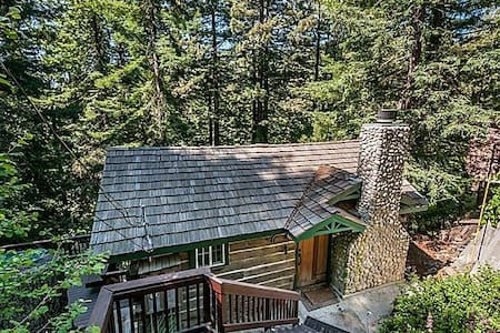 Majestic Redwood Cabin - Redwood City - Blockhütte