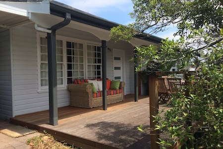 Cottage - a stroll to Warriewood Beach - Warriewood - Rumah
