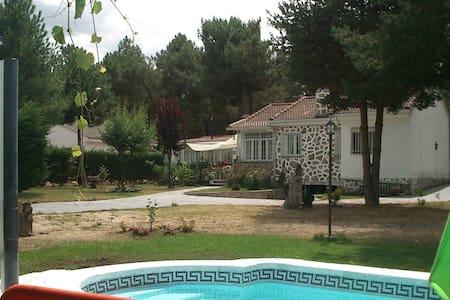 Casa rodeada de naturaleza antiestres. - Marugán - Chalé
