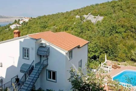 villa with Pool 100m from beach - Hus