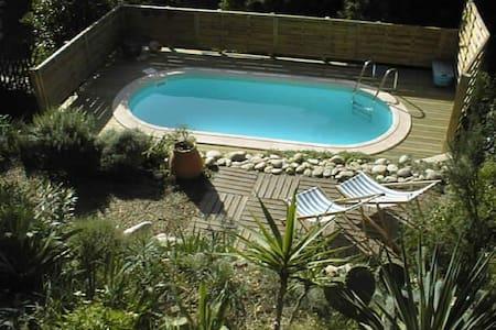 Maison de village avec piscine - Dom