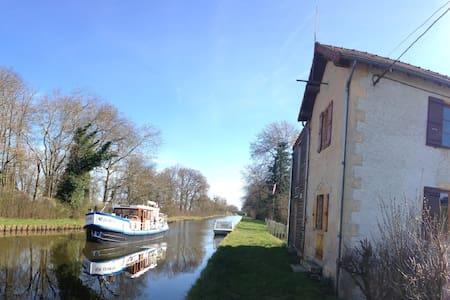 Gite de l'Ecluse - Bourg-le-Comte