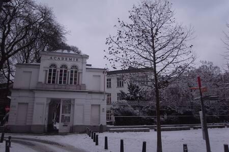 2p Flat in Antwerp's City Center