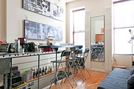 Welcome to my NYC gem! Here you will have a private room with a right next-door bathroom, extra comfy beds, ground level spotless clean apartment: few steps from subway and close to Central Park. Plenty of lounge space, and equipped kitchen to enjoy.