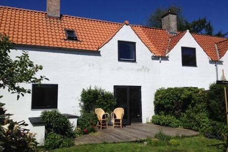 Arkitekthus nord for København