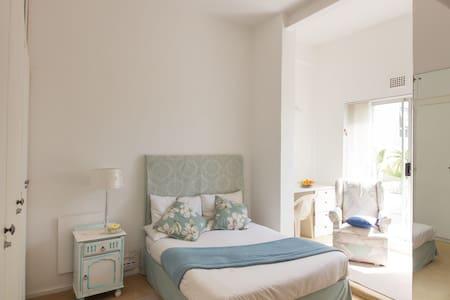 Lovely Sunny Spacious Double Room