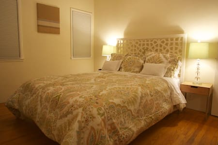 Room type: Entire home/apt Property type: Apartment Accommodates: 6 Bedrooms: 1 Bathrooms: 1