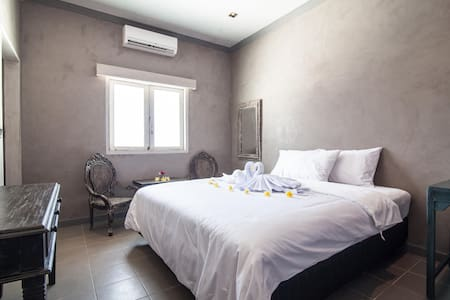 Vintage & Cozy Bed and Breakfast - Kuta - Bed & Breakfast