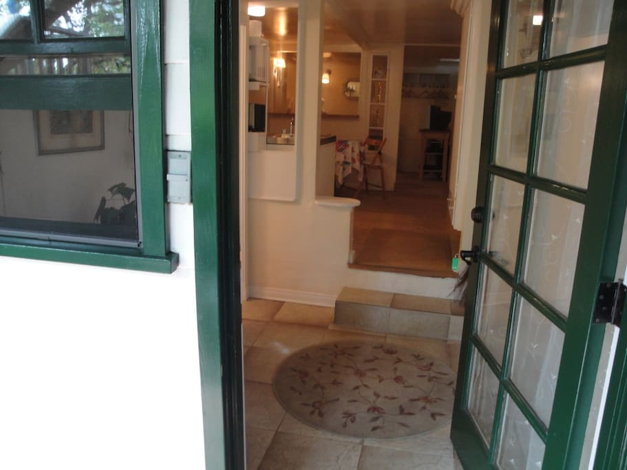 entrance & foyer to silverlake cottage
