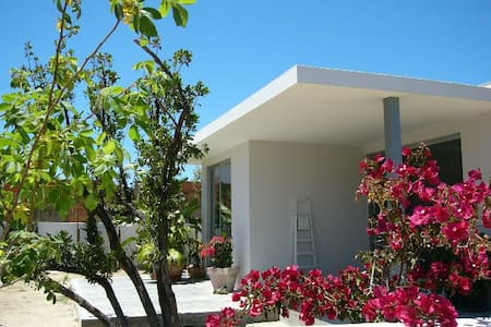Detached house with two decks facing southeast and northwest. Surrounded by a beautiful garden, in a walking distance from the beach of Meco.